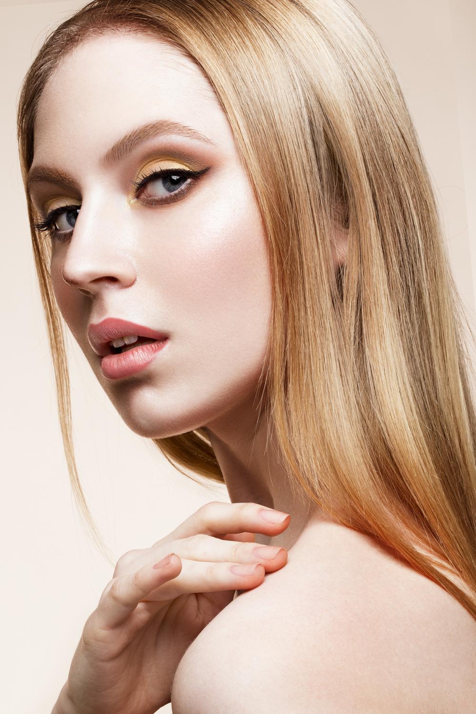beauty fashion model girl with bright makeup PMDRWU6 ESTETYCZNA