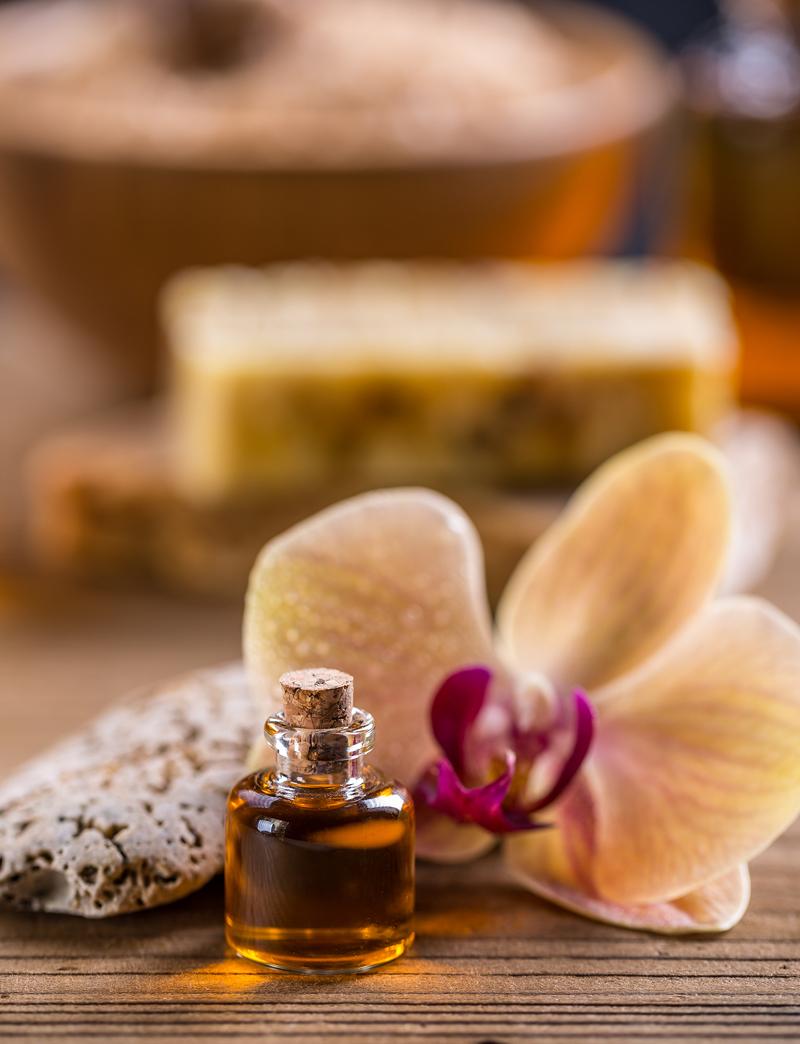 massage-oil-PG9DAQB.jpg
