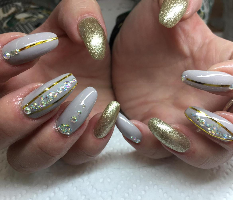 stylizacja-paznokci-Lauren-isnpiracja-zlota-i-szarosci.jpg