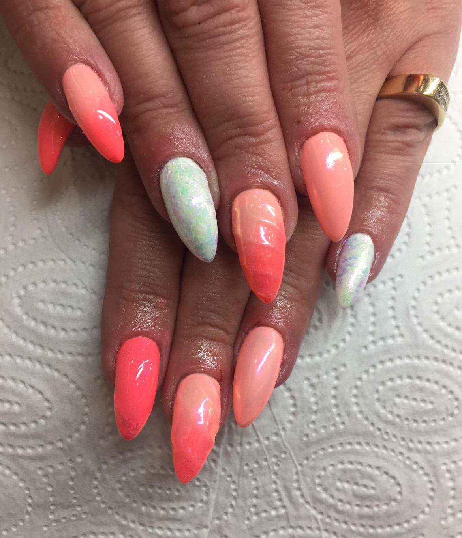stylizacja-paznokci-Lauren-lososiowo-i-rozowo.jpg