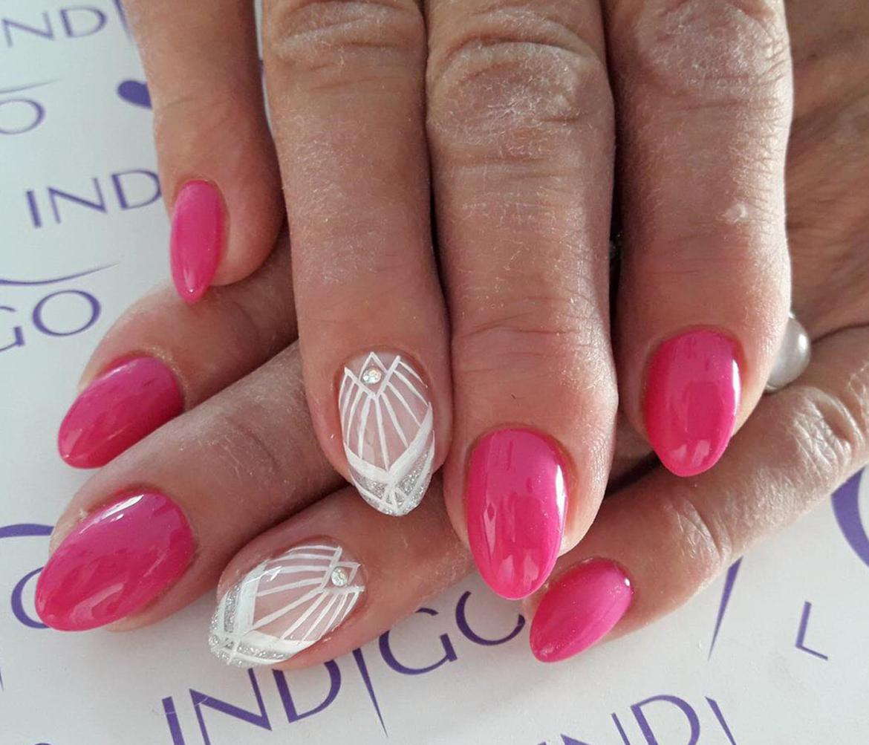 stylizacja-paznokci-Lauren-roze-i-koronki.jpg
