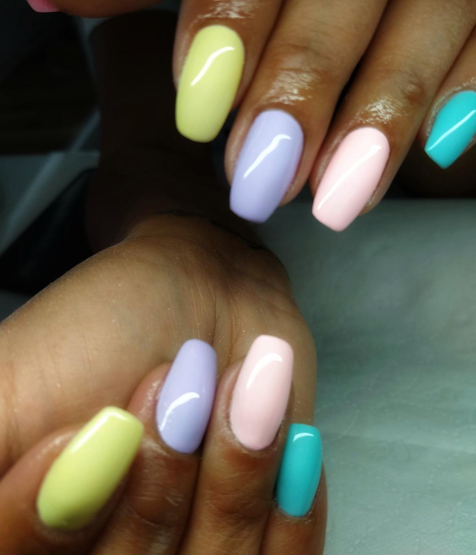 stylizacja-paznokci-Lauren-wiosenne-pastele.jpg