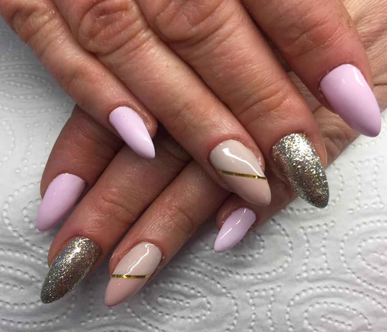 stylizacja-paznokci-Lauren-zloto-i-fiolety.jpg